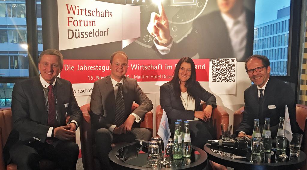 Professor Dr. Gerhard Nowak (Veranstalter des Wirtschaftsforums), Nico Lüdemann und Inga Hansen (bluecue) und Christoph Kämpfer